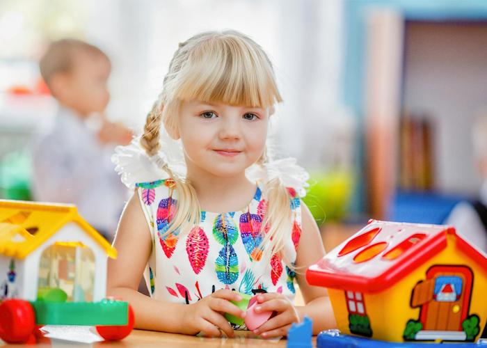 Девочка в детском саде