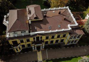 Здание детского сада и школы