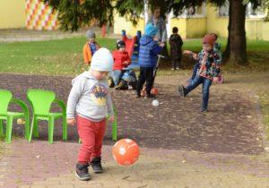 Играем с мячиком